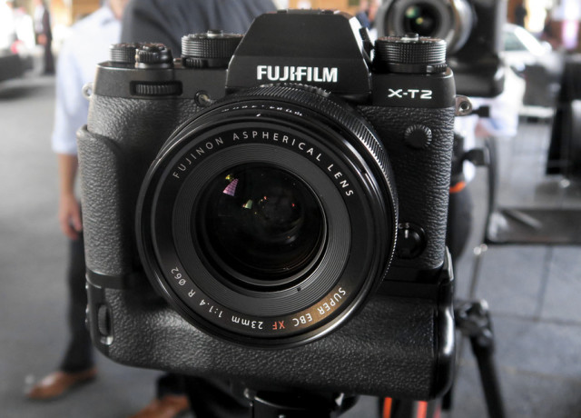 fujifilm_xt-2_launch-event_1-970×647-c