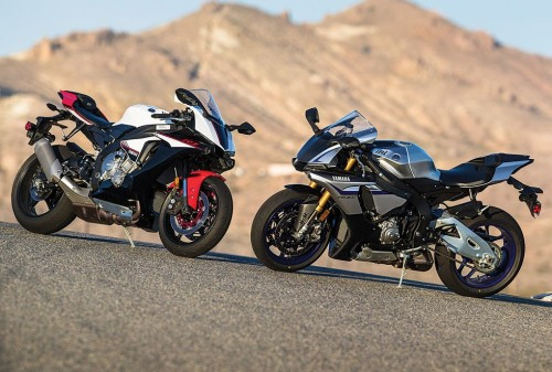 SIBLING RIVALRY : 2016 Yamaha YZF-R1M vs. YZF-R1S – COMPARISON TEST
