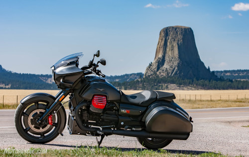 2017 Moto Guzzi MGX-21 Flying Fortress First Ride Review