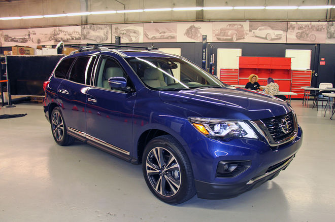 2017-Nissan-Pathfinder-front-three-quarter-1
