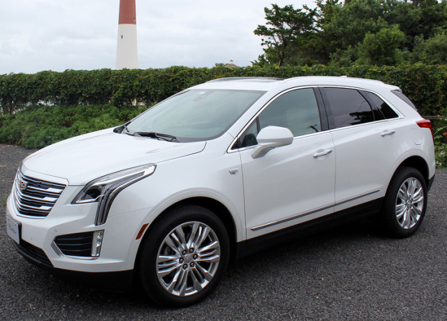 2017-cadillac-xt5-left-side-angle-800×533-c