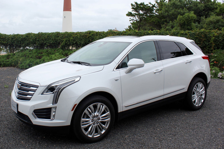 2017-cadillac-xt5-left-side-angle-800x533-c