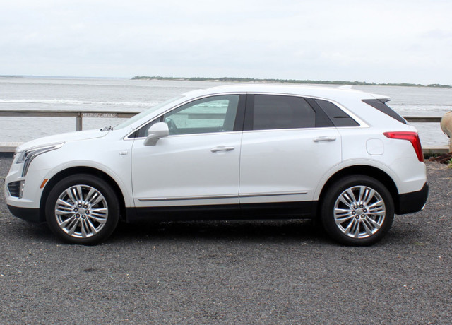 2017-cadillac-xt5-right-side-800×533-c