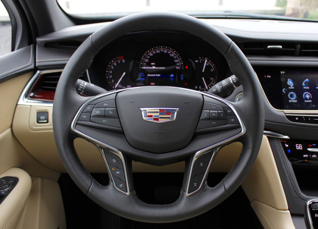 2017-cadillac-xt5-steering-wheel-800×533-c