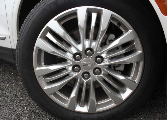 2017-cadillac-xt5-tire-800×533-c