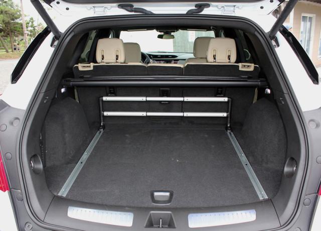 2017-cadillac-xt5-trunk-800×533-c