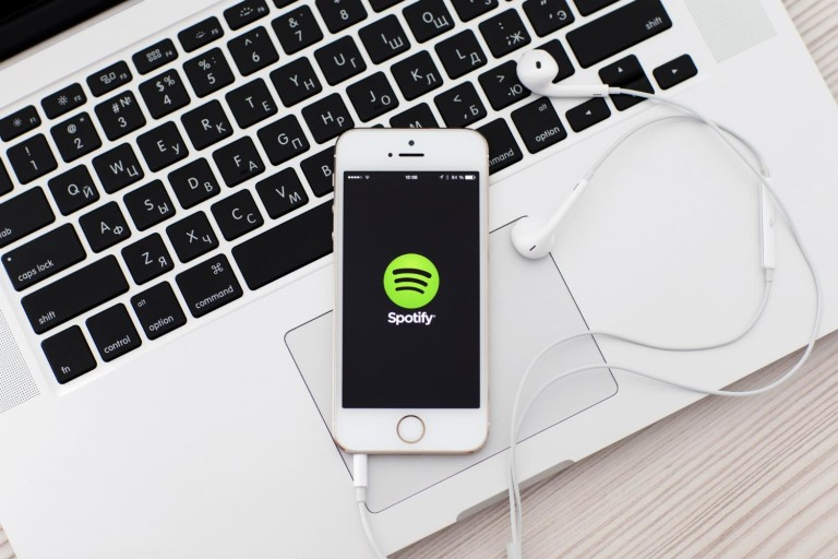 Spotify.iphone.macbook