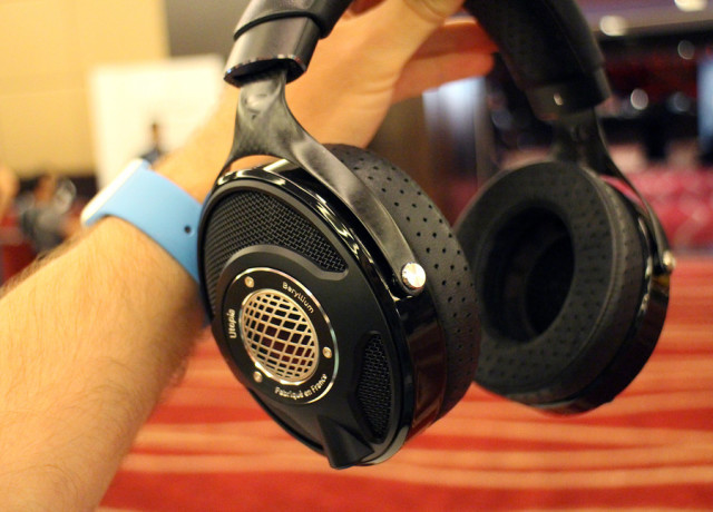focal-utopia-hands-on-0002-970×647-c