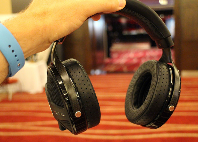 focal-utopia-hands-on-0004-970×647-c