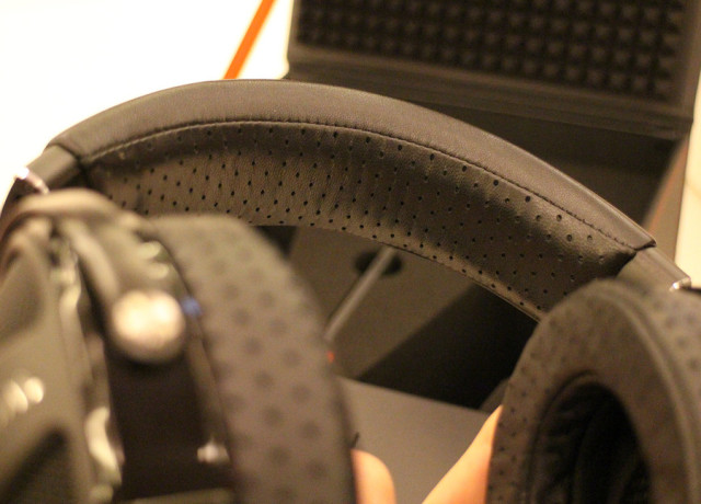 focal-utopia-hands-on-0005-970×647-c