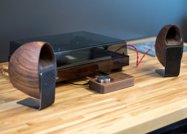 grovemade-walnut-speakers-and-amp-0010-800×533-c