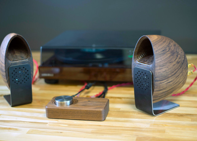 grovemade-walnut-speakers-and-amp-0012-800×533-c