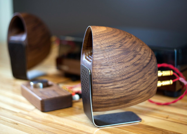 grovemade-walnut-speakers-and-amp-0015-800×533-c
