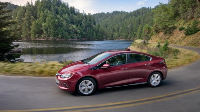 production-starts-for-2017-chevrolet-volt-differences-are-minimal-over-the-2016_4