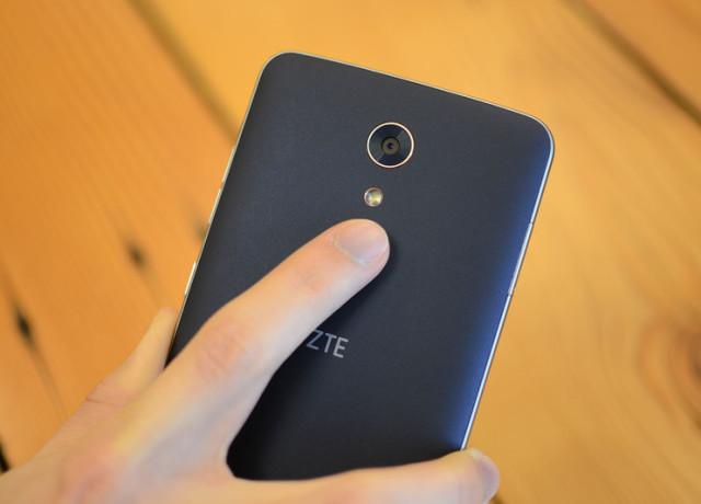 zte-zmax-pro-back-finger-800×533-c