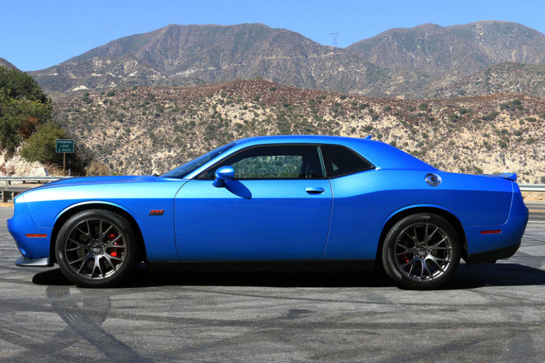 2016-dodge-challenger-srt-392-side-800x533-c