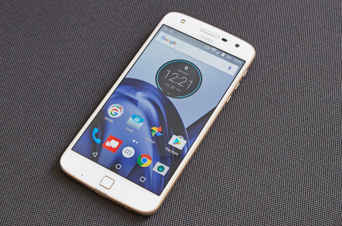 Moto Z Play Review : A Very Long-Lasting Phablet
