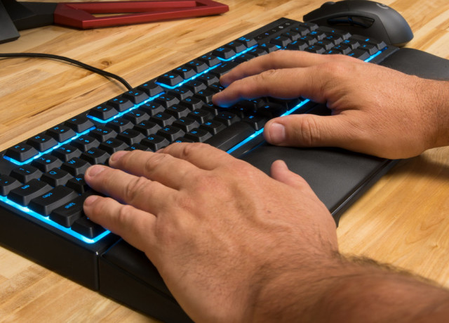 razer-ornata-keyboard-hands2-970×647-c