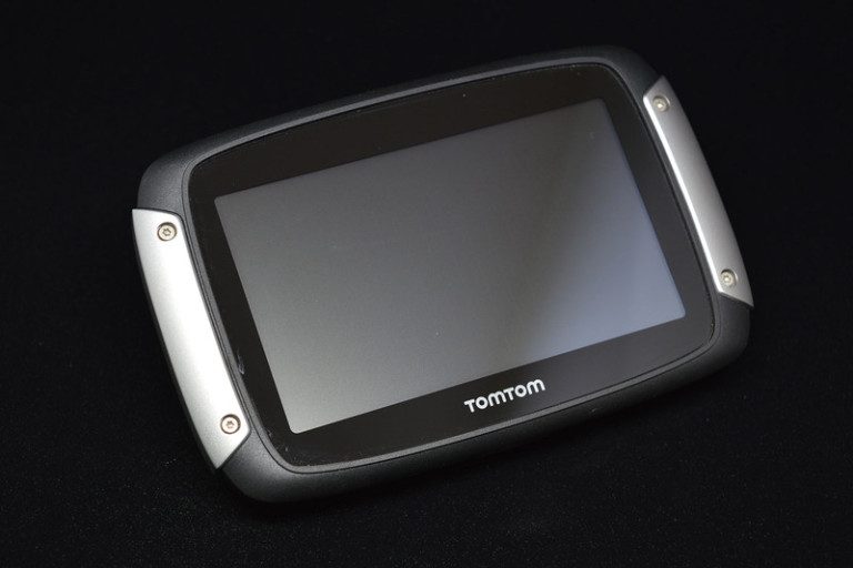 tomtom-rider-400-top-side-800x533-c