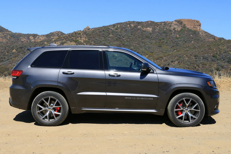 2017-jeep-grand-cherokee-srt-0003-800x533-c