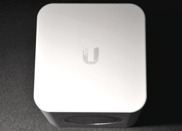 amplifi-hd-base-station-top-800×533-c