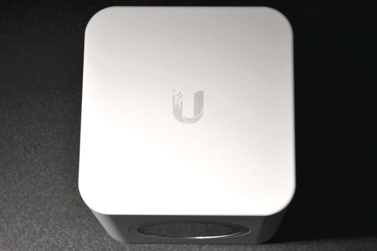 amplifi-hd-base-station-top-800x533-c