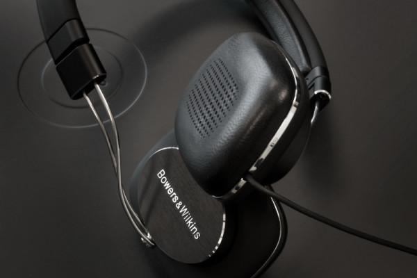 bw-p3-series-2-hdphns-earpadslogo-800×533-c