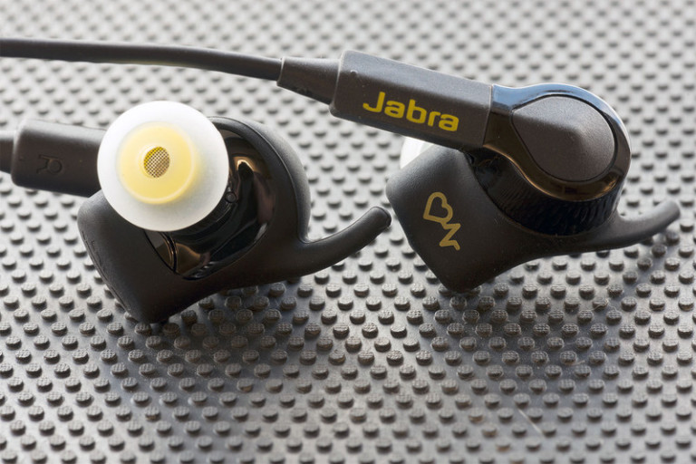jabra-sport-pulse-wireless-se-bothcu-800x533-c