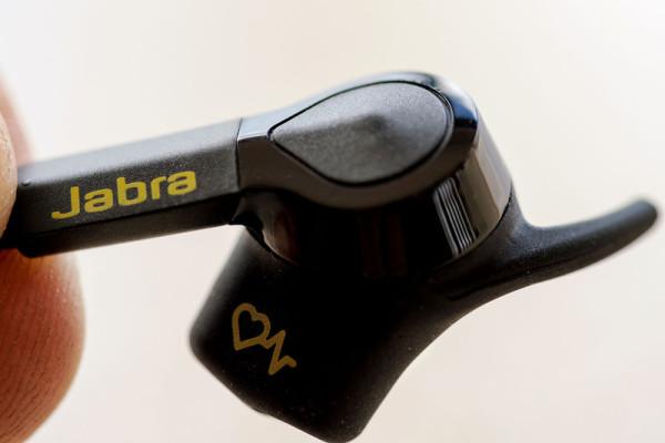 jabra-sport-pulse-wireless-se-inhand-800×533-c