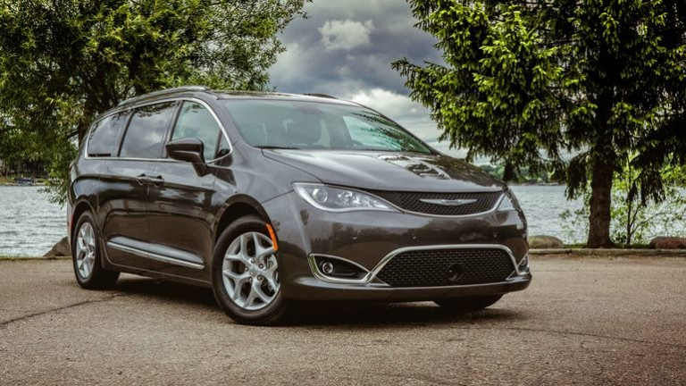 00-2017-chrysler-pacifica-review