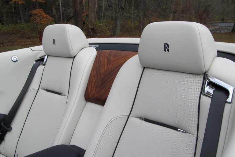 2016-rolls-royce-dawn-back-seas-800x533-c