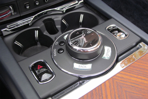 2016-rolls-royce-dawn-center-console-800×533-c