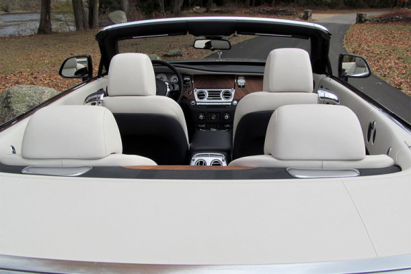 2016-rolls-royce-dawn-interior-from-back-800×533-c