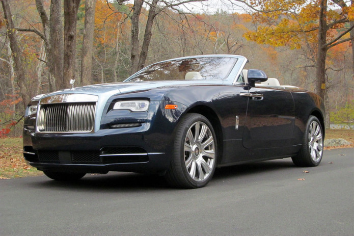 2016-rolls-royce-dawn-roof-down-front-angle-low-800x533-c