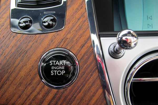 2016-rolls-royce-dawn-start-stop-800×533-c