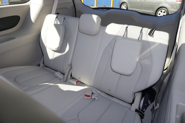 2017-chrysler-pacifica-hybrid-back-seats-detail-970×647-c