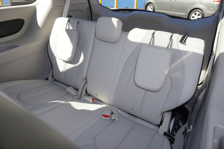 2017-chrysler-pacifica-hybrid-back-seats-detail-970x647-c