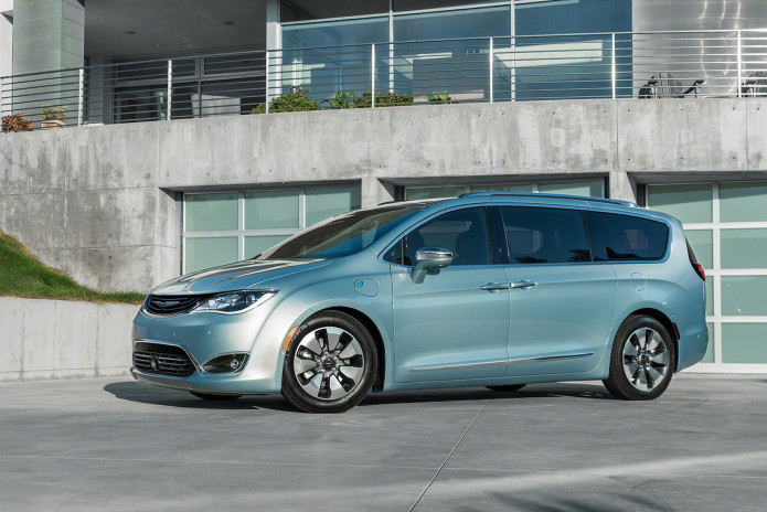 2017-chrysler-pacifica_100541887_h