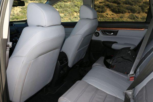 2017-honda-cr-v-back-interior-2-970×647-c
