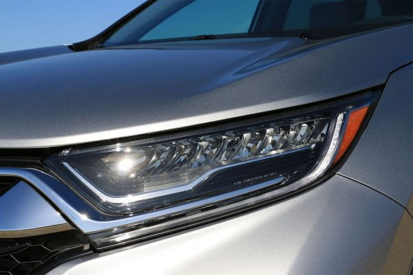 2017-honda-cr-v-headlight-2-970×647-c