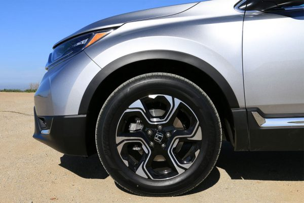 2017-honda-cr-v-tire-2-970×647-c