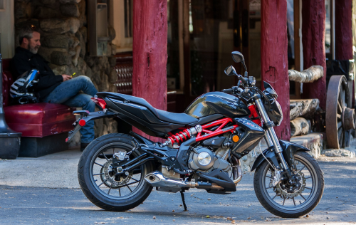 2017 Benelli TnT 300 Review : An pint-sized Italian streetfighter via China