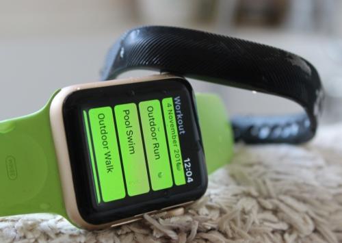Apple Watch Series 2 v Fitbit Flex 2 Comparison : Swimming
