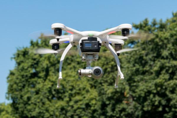 ehang-ghostdrone-inflightfullfronttrees-800×533-c