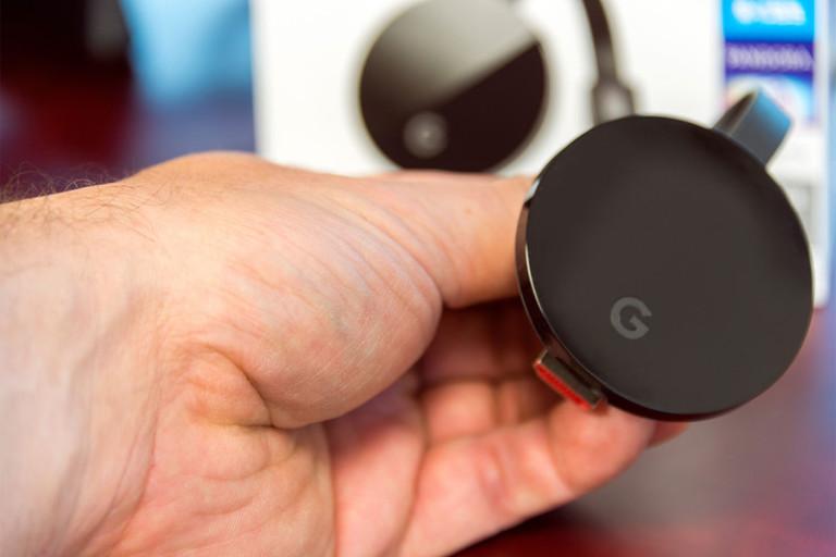 google-chromecast-ultra-2016-hand-800x533-c
