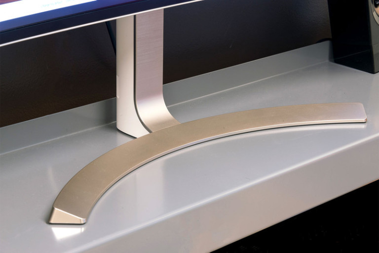 lg-38uc99-monitor-stand-800x533-c