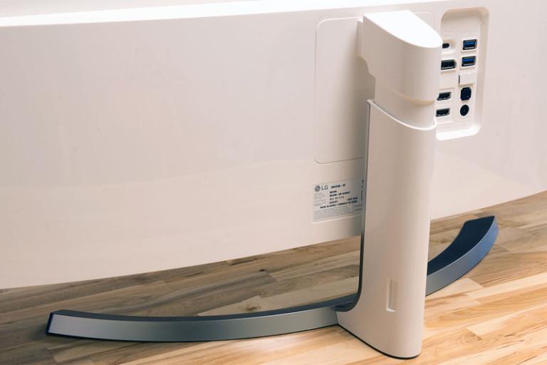 lg-38uc99-monitor-standback-800x533-c
