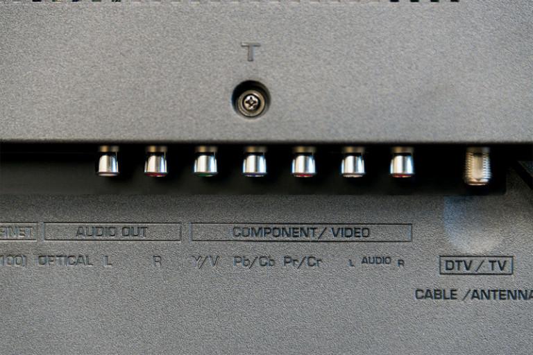 sharp-lc-65ub30u-jacks2-800x533-c