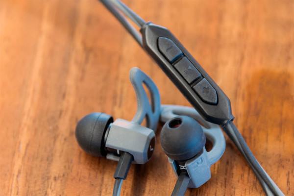 v-moda-forza-earbuds-budsremote-800×533-c