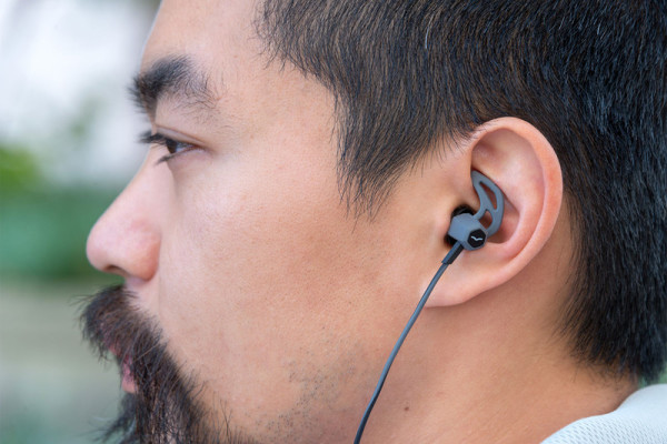 v-moda-forza-earbuds-hero2-800×533-c